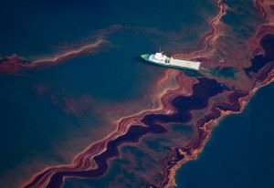 Розлив нефти в океане
